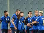 pemain-depan-italia-federico-chiesa-3r-merayakan-dengan-rekan.jpg