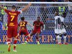 pemain-depan-roma-inggris-tammy-abraham-tengah-merayakan-setelah-mencetak-gol.jpg