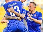 pemain-fiorentina-dan-frank-ribery-merayakan-gol.jpg