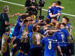 pemain-italia-merayakan-gol-pertama-tim-selama-pertandingan-sepak-bola-grup-a-uefa-euro-2020.jpg