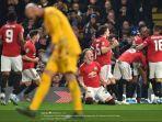 pemain-manchester-united-merayakan-gol-mereka-ke-gawang-chelsea.jpg