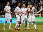 pemain-spanyol-ferran-torres-kanan-merayakan-setelah-mencetak-gol-selama-pertandingan.jpg