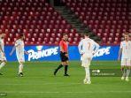 pemain-spanyol-mendapat-reax-setelah-yunani-mencetak-gol-pada-pertandingan.jpg