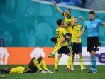 pemain-swedia-merayakan-hasil-lawan-slovakia-grup-e-uefa-euro-2020.jpg