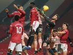 pemain-tengah-sheffield-united-inggris-kean-bryan-tengah-menyundul-bola.jpg