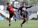 pemain-tim-sepakbola-psis-semarang-menjalani-latihan_20210525_115430.jpg