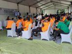 pemain-timnas-indonesia-u-22-saat-menunggu-vaksinasi.jpg