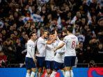 pemain-timnas-inggris-merayakan-gol.jpg