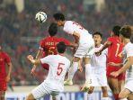 pemain-timnas-u-23-indonesia-duel-dengan-pemain-vietnam.jpg