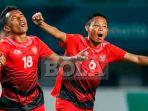 pemain-timnas-u-23-indonesia-irfan-jaya-kiri-dan-evan-dimas_20180907_174136.jpg