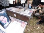 pemakaman-5-anggota-keluarga-korban-sriwijaya-air.jpg