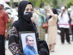 pemakaman-5-anggota-keluarga-korban-sriwijaya-air_1.jpg
