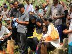 pemakaman-bripka-teguh-dwiyanto_20170516_144127.jpg