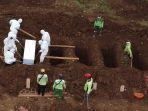 pemakaman-covid-19-di-tpu-srengseng-sawah-jakarta-selatan_20210115_213510.jpg