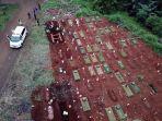 pemakaman-dengan-protap-covid-19-di-tpu-pondok-ranggon_20200529_153920.jpg