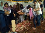 pemakaman-indra-korban-bunuh-diri_20170318_144818.jpg