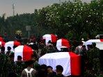 pemakaman-jenazah-13-anggota-tni-korban-kecelakaan-helikopter-di_20160324_114008.jpg