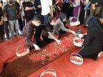 pemakaman-jenazah-pramugara-sriwijaya-air-sj-182-okky-bisma_20210115_120837.jpg