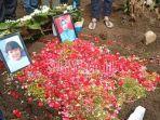 pemakaman-jenazah-rahmania-dan-putrinya-korban-sriwijaya-air-_1.jpg