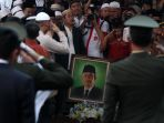 pemakaman-kh-hasyim-muzadi_20170316_213751.jpg