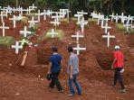 pemakaman-korban-covid-19-dengan-protokol-kesehatan_20200416_162924.jpg