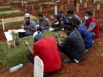 pemakaman-korban-covid-19-dengan-protokol-kesehatan_20200416_164037.jpg