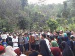 pemakaman-korban-laka-tol-cipali_20170903_114452.jpg
