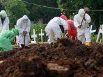 pemakaman-korban-virus-corona-covid-19-di-tpu-tegal-alur_20200407_190151.jpg