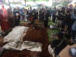 pemakaman-legenda-sepak-bola-indonesia-ricky-yacobi_20201121_222653.jpg