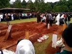pemakaman-mantan-pengawal-bung-karno_20161011_202006.jpg
