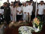 pemakaman-pengacara-adnan-buyung-nasution_20150924_173822.jpg