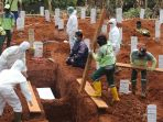 pemakaman-protap-covid-19-di-tpu-pondok-ranggon_20200908_182354.jpg