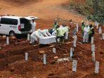 pemakaman-protap-covid-19-di-tpu-pondok-ranggon_20200908_182952.jpg
