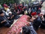 pemakaman-seniman-betawi-omaswati_20200717_144838.jpg
