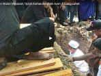 pemakaman-wulan-mayasari-opick-kumandangkan-azan-di-liang-lahat_20180319_142452.jpg