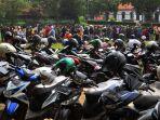 pembagian-bantuan-sosial-tunai-bst-di-kecamatan-cimahi-tengah_20210115_000432.jpg