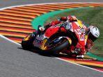 pembalap-honda-spanyol-marc-marquez-mengemudikan-motornya-saat-sesi-latihan.jpg