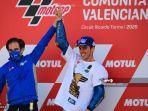 pembalap-suzuki-ecstar-joan-mir-dengan-manajer-tim-davide-brivio-usai-juara-dunia-motogp-2020.jpg