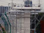 pembangunan-tiang-pondasi-kereta-api-ringan_20170117_173818.jpg