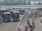 pembatasan-operasi-transjakarta-penumpang-menumpuk-di-halte_20200316_140059.jpg