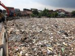pembersihan-sampah-di-aliran-sungai-citarum_20180302_210428.jpg