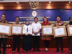 pemerintah-beri-penghargaan-untuk-lima-walikota-pembina-pelayanan-publik_20180124_204825.jpg