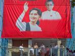pemimpin-oposisi-myanmar-aung-san-suu-kyi_20151111_214915.jpg
