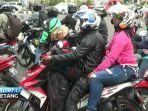 pemudik-sepeda-motor-lewat-kalimalang_20170618_223037.jpg