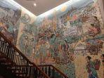 penampakan-mozaik-yang-khas-di-royal-ambarrukmo-hotel.jpg