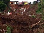 pencarian-korban-yang-tertimbun-tanah-longsor-di-sumedang_20210110_224145.jpg