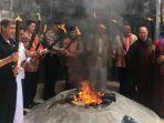 pengambilan-api-dharma-waisak-di-api-abadi-mrapen-grobogan_20180529_093609.jpg