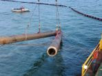 pengangkatan-potongan-ketiga-pipa-bawah-laut-pertamina_20180423_195310.jpg