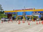 pengecekan-kendaraan-gerbang-tol-kali-kangkung-batang_20190524_075803.jpg
