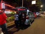 pengemudi-taksi-menunggu-penumpang-di-kala-pandemi-covid-19_20200503_204939.jpg